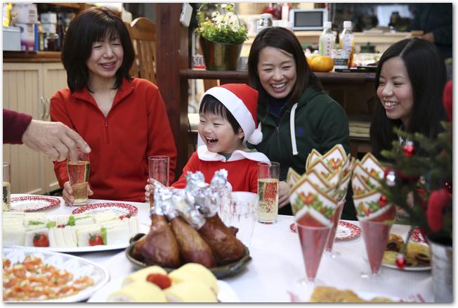 クリスマスパーティー子供と持ち寄りなら?料理のメニュー?プレゼント交換何を選べば?