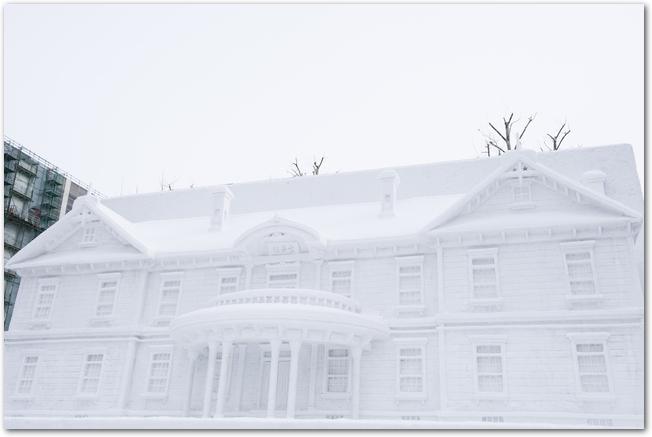 さっぽろ雪まつりの建物の雪像